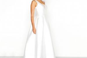 5fb5e19bf5 Chi Chi Menyasszonyi ruha különleges hátkivágással - Menyaklub