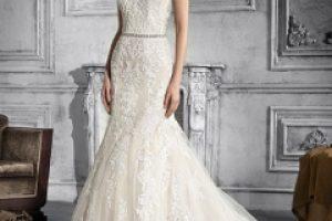 ekrü menyasszonyi ruha
