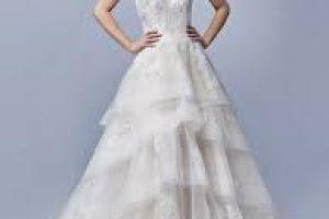 törtfehér menyasszonyi ruha
