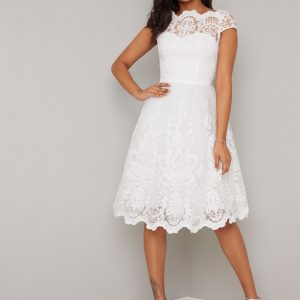 Rövid menyasszonyi ruha