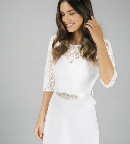 688fcdabba Hosszú ujjú menyasszonyi ruha, mély hátkivágással - Menyaklub